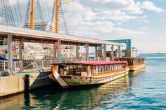 Overzees en schip in Kobe-haven, Japan royalty-vrije stock foto