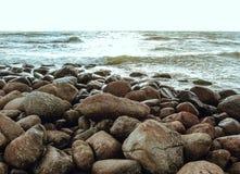 Overzees en steen Stock Foto's