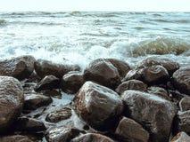 Overzees en steen Royalty-vrije Stock Foto's