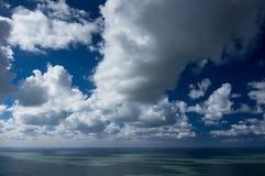 Overzees en wolken Stock Foto