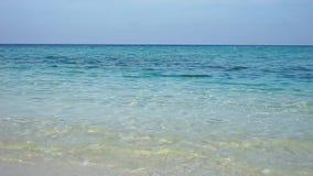Overzees en Zand in de Maldiven stock video