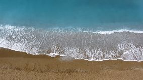Overzees golven en zand stock video