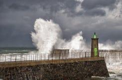 Overzees golven, wind en onweer Stock Foto