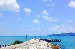 Overzees hemel en eiland Royalty-vrije Stock Foto