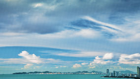 Overzees, hemel en stad Royalty-vrije Stock Afbeelding