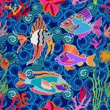 Overzees het levensart. Naadloze vectorpatroonvissen en koralen Stock Afbeeldingen