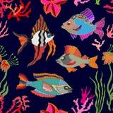 Overzees het levensart. Naadloze vectorpatroonvissen en koralen Stock Foto