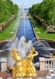 Overzees Kanaal in Peterhof-Paleis, Rusland stock foto