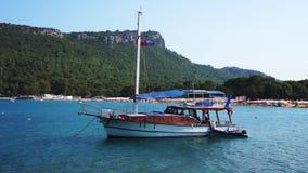 Overzees in Kemer, Turkije Jacht op het overzees stock video
