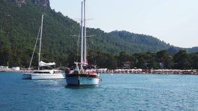 Overzees in Kemer, Turkije Jacht op het overzees stock footage