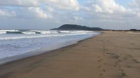 Overzees met golven dichtbij een strand in Zuid-Afrika Royalty-vrije Stock Foto