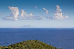 Overzees met het eiland Royalty-vrije Stock Foto's