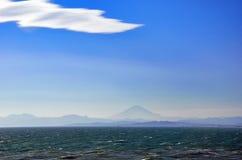 Overzees, Mt. Fuji, en wolken. Royalty-vrije Stock Foto's