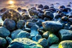 Overzees scape met rotsen Stock Afbeeldingen