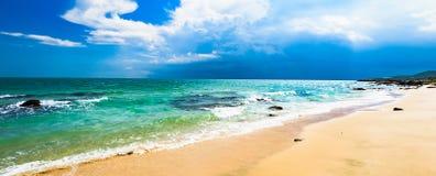 Overzees strand zuiver zand royalty-vrije stock foto's