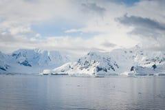 Overzees van Antarctica landschap Stock Foto's