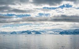 Overzees van Antarctica landschap Stock Foto