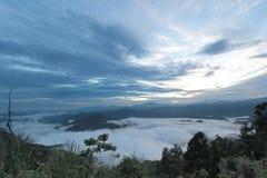 Overzees van mist in de ochtendtijd Stock Foto's