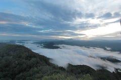 Overzees van mist in de ochtendtijd Royalty-vrije Stock Afbeeldingen