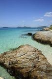 Overzees van smaragdgroen van het Sattahip-strand, Thailand Stock Foto