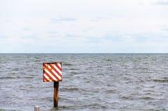 Overzees waarschuwingsbord Stock Foto's