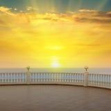 Overzees, zonsopgang en de promenade royalty-vrije stock fotografie