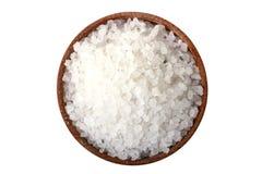 Overzees zout in een houten kom Royalty-vrije Stock Afbeelding