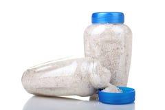 Overzees zout in een plastic pot Royalty-vrije Stock Afbeeldingen