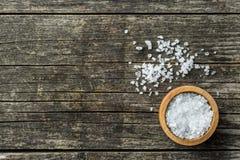 Overzees zout in kom Royalty-vrije Stock Afbeeldingen