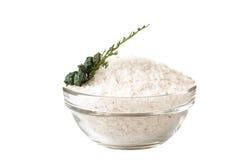 Overzees zout in kom Royalty-vrije Stock Foto's