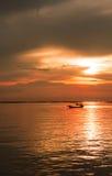 Overzeese avondzon bij zonsondergang Stock Foto's
