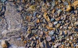 Overzeese bodem met kiezelstenen stock fotografie