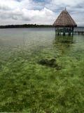 Overzeese cabine bij Caraïbische kust Stock Foto's