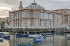 Overzeese en de stadsmening van Bari, Apulia, Italië stock afbeeldingen