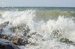 Overzeese golf op zee in de zomer Stock Fotografie