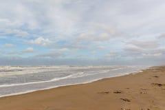 Overzeese golven Egmond aan Zee, Nederland royalty-vrije stock foto's