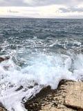Overzeese golven op kust Royalty-vrije Stock Foto