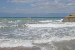 Overzeese golven in sidari Korfu Griekenland Stock Foto's