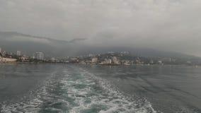 Overzeese golven van een boot stock video