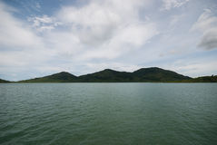 Overzeese hemelwolk en eilanden Royalty-vrije Stock Fotografie