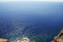 Overzeese horizon met rotsen Stock Fotografie