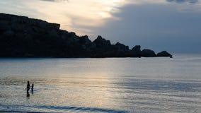 Overzeese kust dichtbij het strand van Ghajn Tuffieha Stock Afbeeldingen