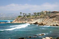 Overzeese kust dichtbij van Paphos, Cyprus Stock Afbeeldingen