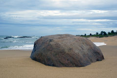 Overzeese kust en rots Royalty-vrije Stock Foto
