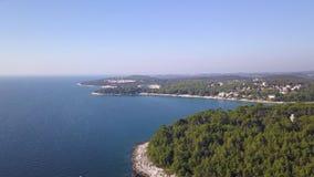 Overzeese kust in Kroatië van de hemel stock videobeelden