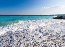 Overzeese kust met golven Royalty-vrije Stock Fotografie