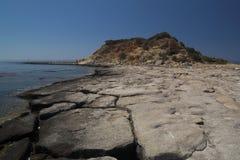 Overzeese kust met grote stenen Royalty-vrije Stock Afbeelding