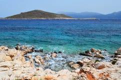 Overzeese kust met stenen Stock Fotografie