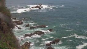 Overzeese kust in Nationaal Park Manuel Antonio stock videobeelden
