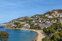 Overzeese kust op het gebied van Rozen, Spanje stock foto's